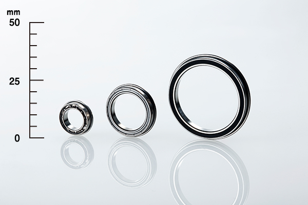 Flanged extra-thin-section bearings